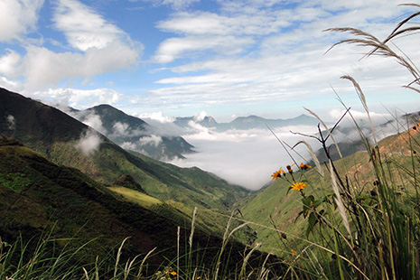 Kuelap se trouve sur le versant est des Andes, qu'il faut donc traverser de part en part.