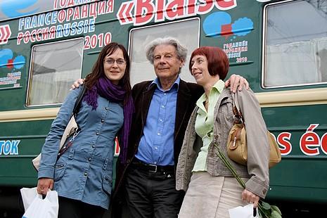 Crédit photo : Géraldine Dunbar - Dominique Fernandez avec une représentante de l'Alliance Française et une guide russe