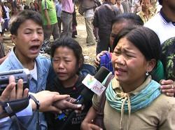 Les enfants de Buddhapati Chakma, qui a été tuée par les soldats, s'adressent aux journalistes. ©S. Chakma