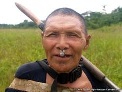Un Indien murunahua récemment contacté, sud-est du Pérou. © Chris Fagan/Upper Amazon Conservancy