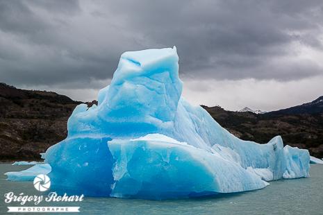 Iceberg dérivant au large du glacier Upsala