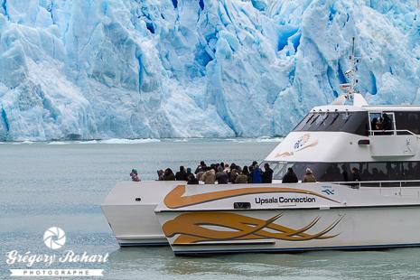 Catamaran face au glacier Spegazzini
