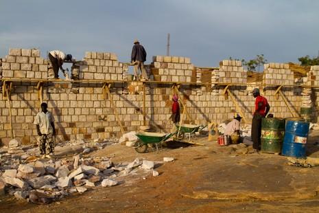 Construction d'un collège à Sangha