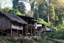 Village Lahu sur le bord de la Mé-Tin