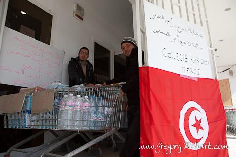 Les djerbiens débutent une chaîne de solidarité pour ider les égyptiens fuyant la Libye