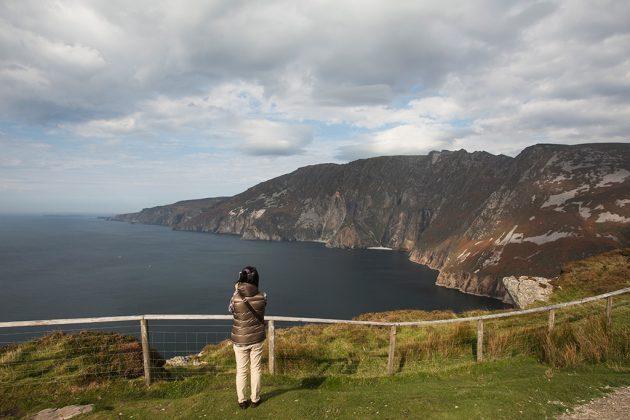 Dans le sud du Donegal, les falaises de Sliabh Liag sont les plus hautes d'Irlande. Elles constituent l'un des sites majeurs de la route. © Office de tourisme Irlande