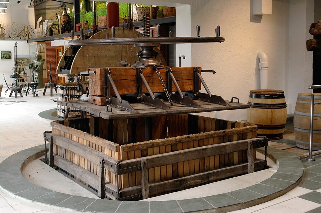 Vieux pressoir à Passy Grigny