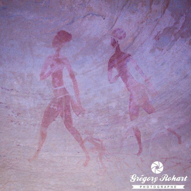 Les peintures de l'abri d'Iheren ont été portées à la connaissance du grand public par Henri Lhote dans son ouvrage Vers d'autres tassilis.