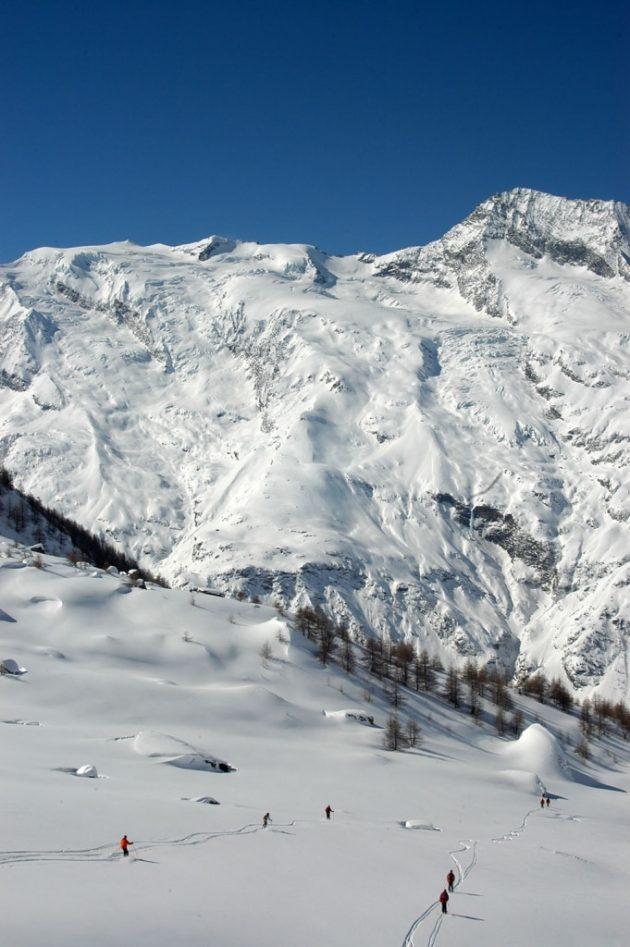 L'un des hors-pistes les plus faciles, mais aussi parmi les plus beaux, mène au Monal par le vallon du Clou © Anne Marmottan