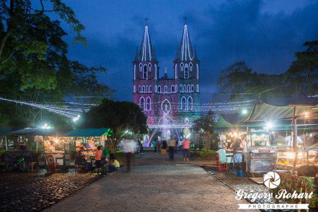 La Plaza principale, sa Basílica de la Inmaculada Concepción et ses food-trucks