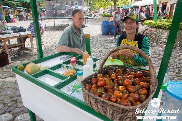 Des Bactris gasipaes, appelés localement des chontaduros sur le marché de Jardín.