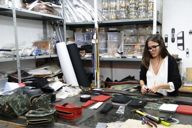 Hilla Toledano fait un tabac avec ses beaux sacs en cuir italien.