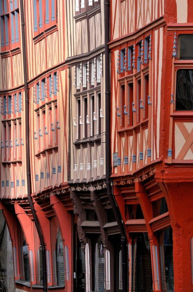 La visite du centre-ville médiéval et Renaissance fait découvrir des merveilles d'architecture