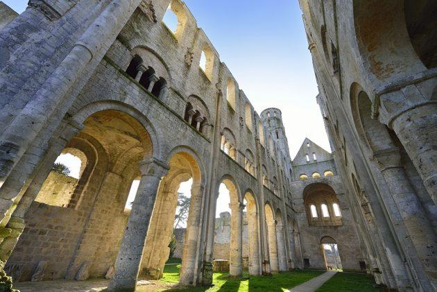 Sauvée en 1853 par la famille Lepel-Cointet, l'abbaye n'a jamais été reconstruite. Ses ruines laissent imaginer sa splendeur passée.