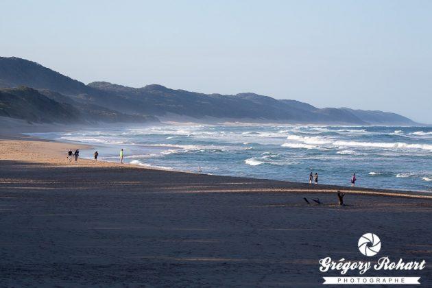 Belle plage sauvage propice à une balle balade