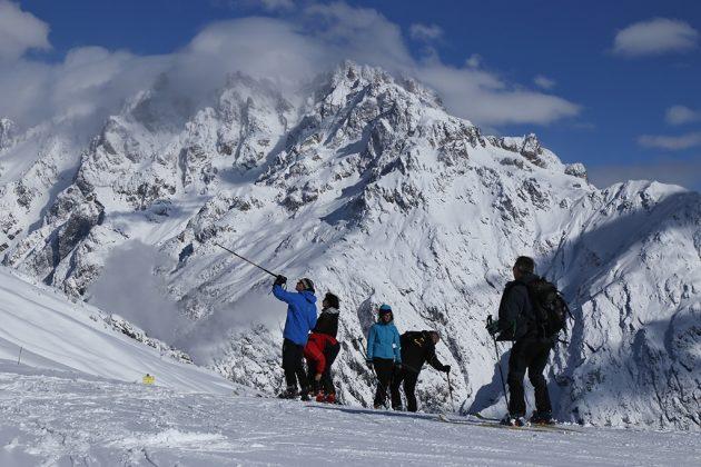 Sur les pistes de ski face au Pelvoux © jan novak