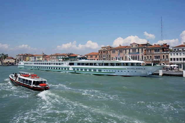 Rénové en 2011, le Michelangelo peut accueillir 158 passagers à son bord.