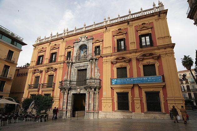 La vieille ville de Malaga, presque entièrement piétonne, est agréable à découvrir. Pas moins de 35 musées, dont un dédié à Picasso, qui est né ici, et plein de bodegas.