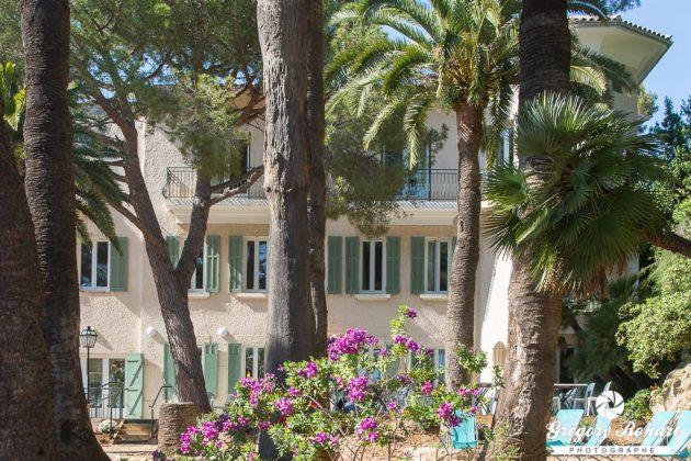 La résidence hôtelière VTF Clairefont dispose d'un jolie jardin arboré