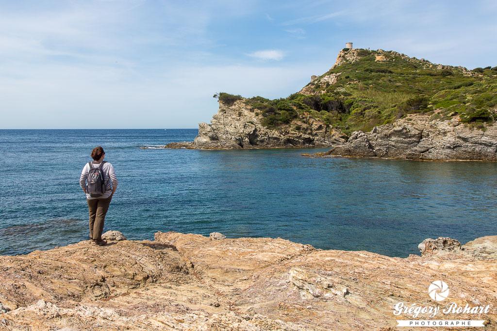 Vue sur la tour navale de l'île d'Embiez