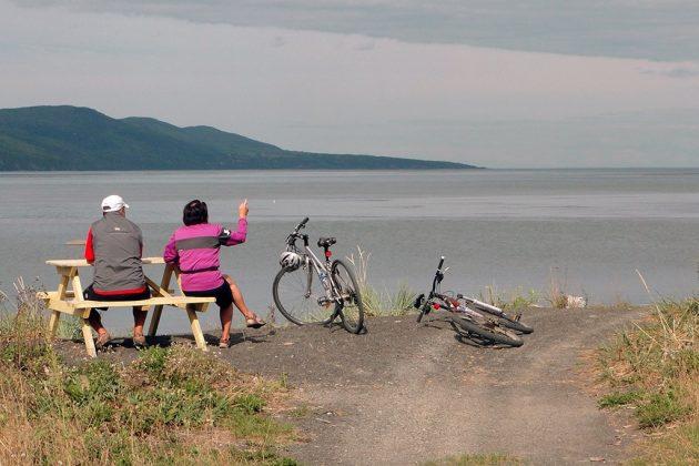 L'île aux Coudres, sans beaucoup de relief, se prête bien aux balades à vélo. Le tour fait 24 km.