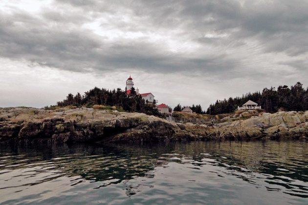 l'ile du Pot-à-l'Eau-de-Vie : un petit bout de terre au milieu du Saint-Laurent avec un phare devenu un gîte de luxe grâce à l'association Duvetnor