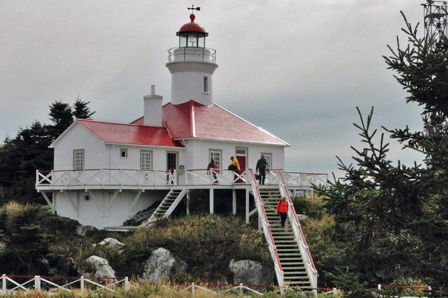 Classé monument historique, le phare de l'ile du Pot-à-l'Eau-de-Vie est devenu un gîte de luxe grâce à l'association Duvetnor.