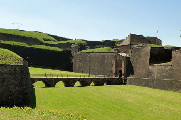 Derrière son Lion, la citadelle de Belfort est bien plus grande qu'il n'y paraît. Elle n'a jamais été prise.