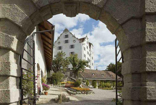 Particulièrement impressionnante, la forteresse de Lenzburg, sur les hauteurs de la ville du même nom. (Doc. Musées Aargau)