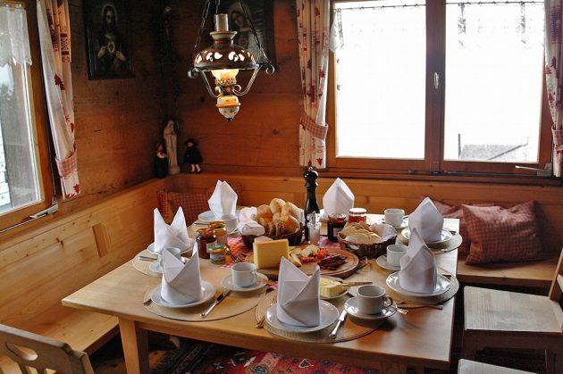Les copieux petits-déjeuners dans les Alpages permettent d'entamer la randonnée du bon pied