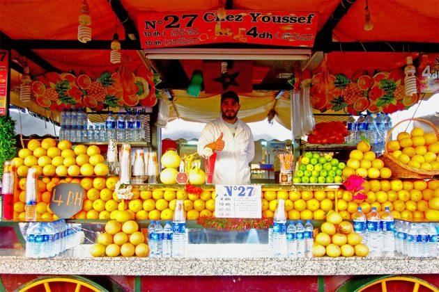 Vendeur d'oranges pressées sur la place Jemaa el-Fna