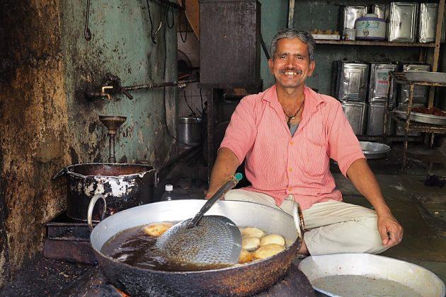 inde-vendeur-de-beignets-ahmedabad