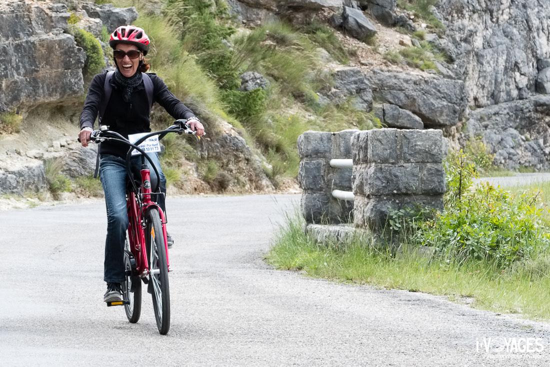vélo électrique sur la route des crêtes dans le Verdon