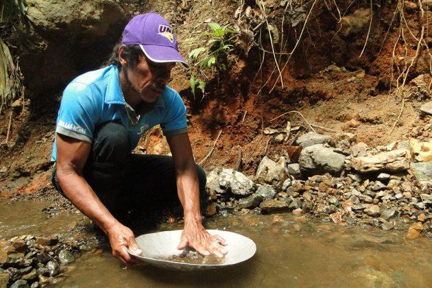 Chercher de l'or à Rancho Quemado