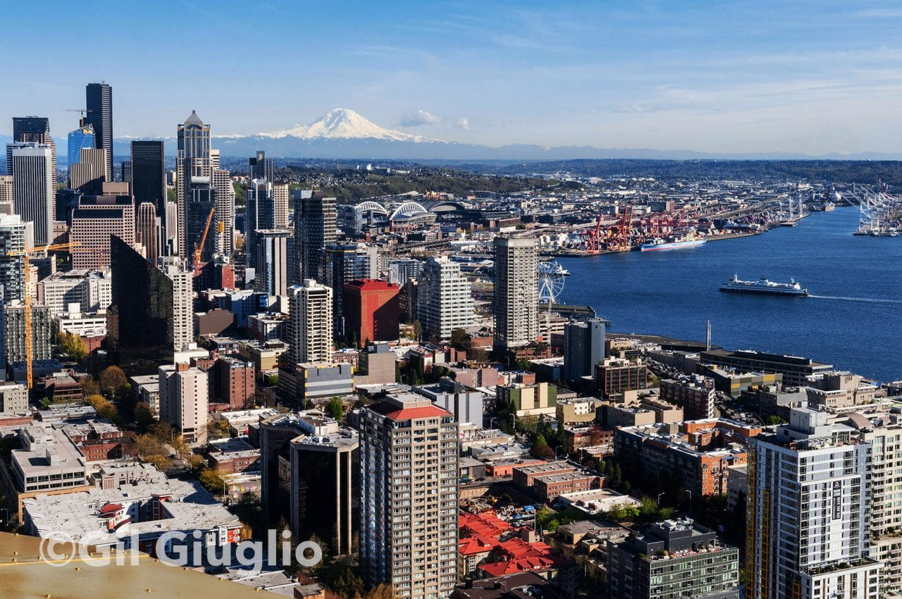 Seattle, centre ville et Mont Rainier vus depuis Space Needle