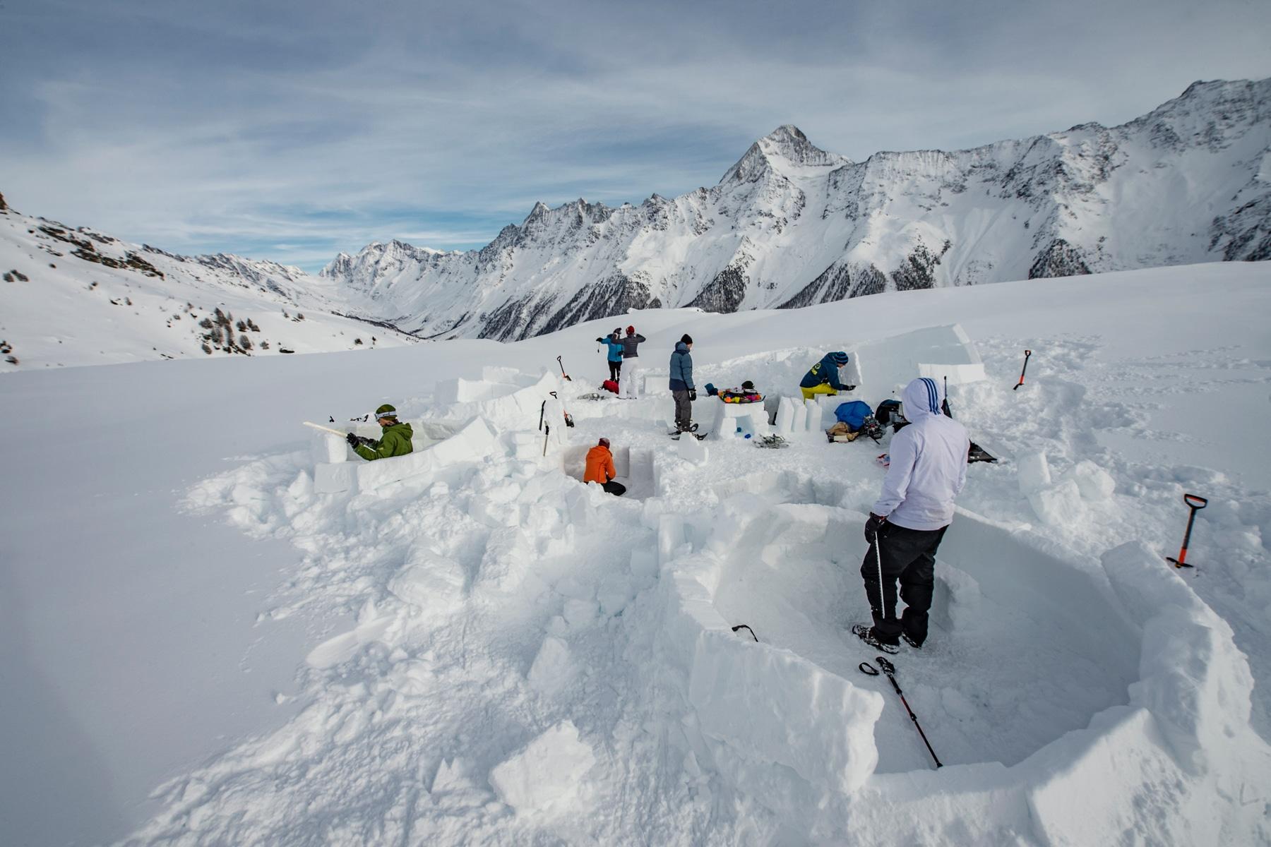 construire un igloo dans le Valais