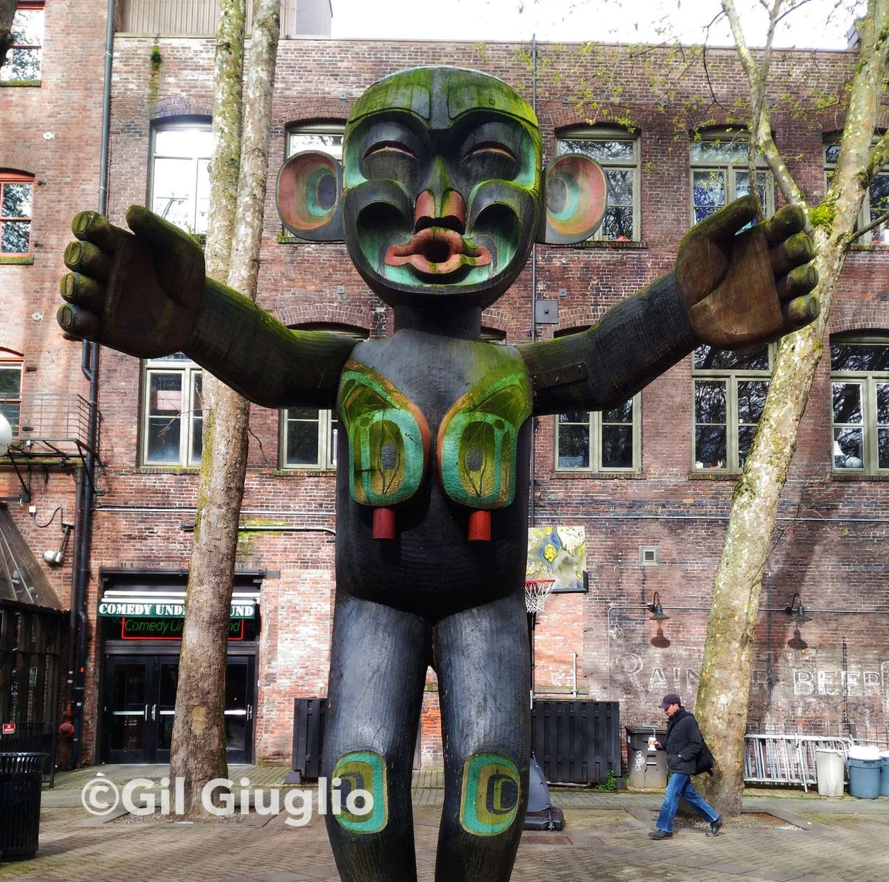 Seattle, Pioneet Square, statue Tsonqua par Duane Pasco (1975)