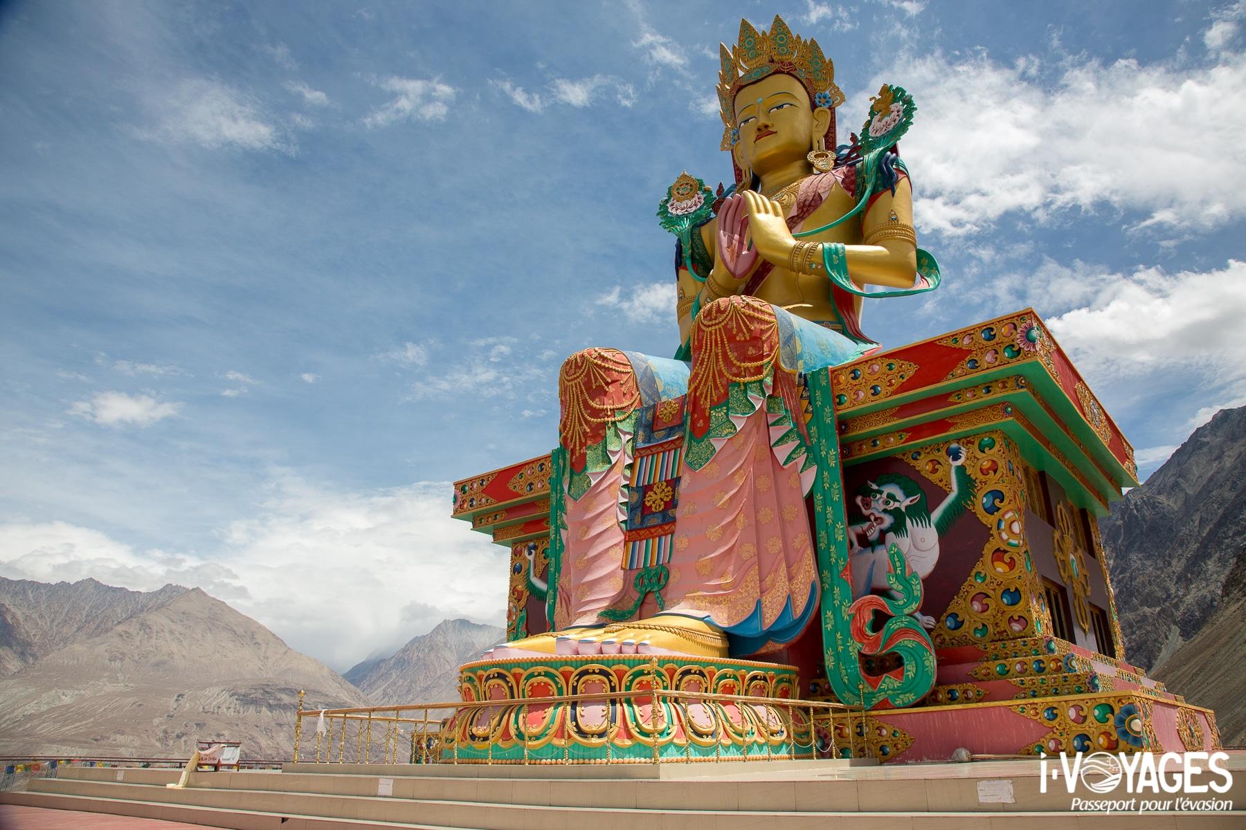 la statue du Bouddha Maitreya