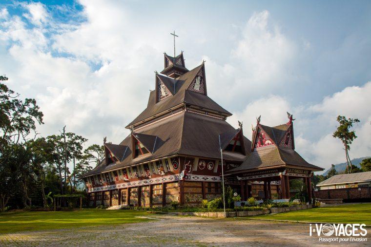 Eglise Saint François d'Assise à Berastagi, île de Sumatra, Indonésie.