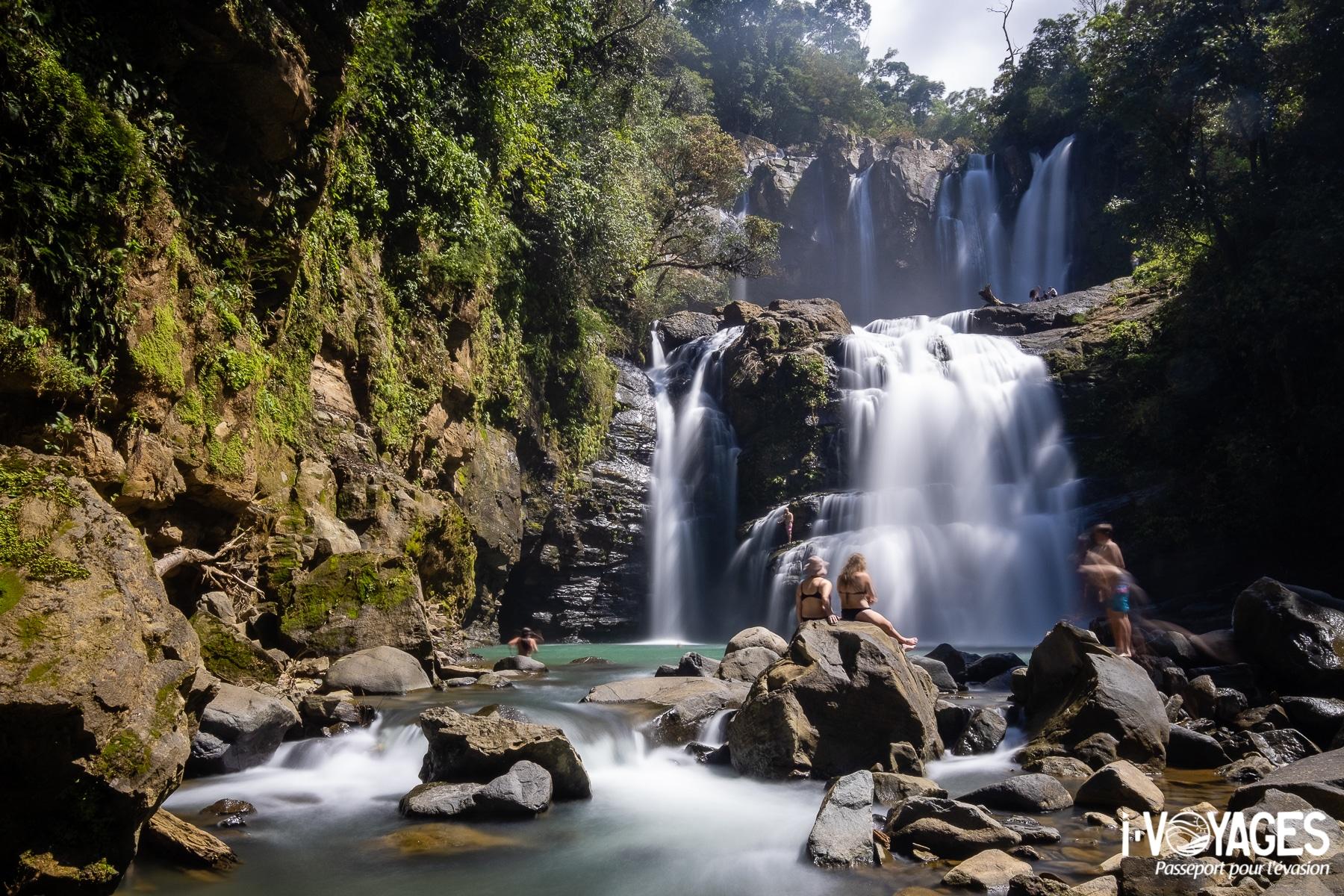 Se baigner au pied d'une cascade, 10 expériences nature à vivre au Costa Rica