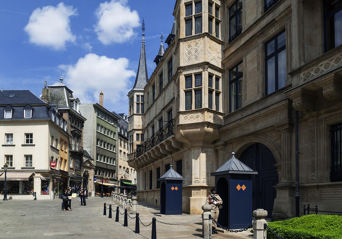 City-break au Luxembourg, la façade d'entrée du Grand Palais Ducal