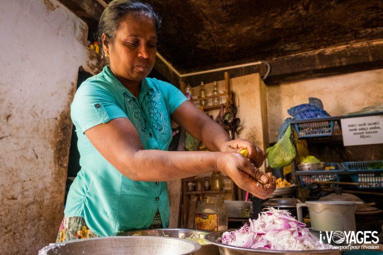 10 activités à faire au Sri Lanka omme cuisiner avec un local
