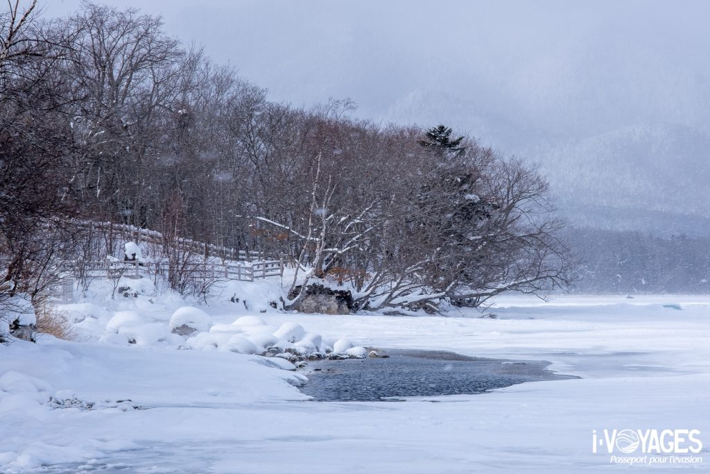 Source chaude au Lac Akan