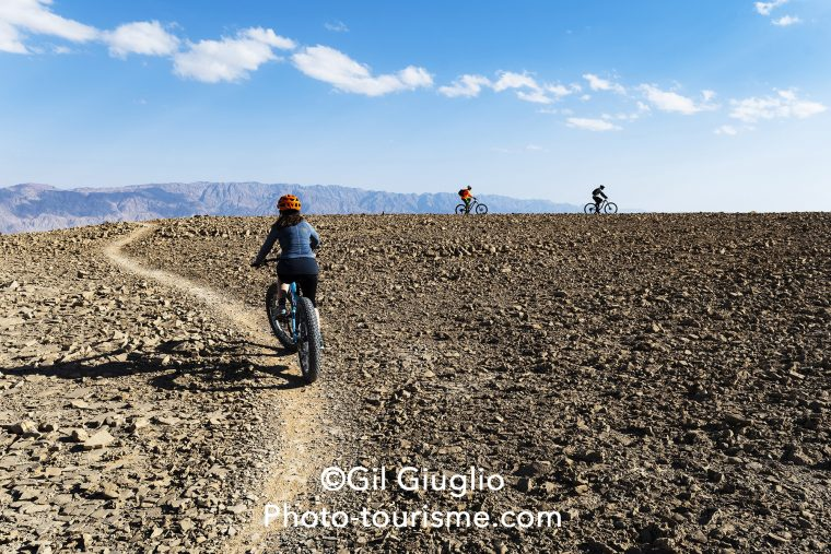 Participants sur VTT au Desert Bike Air