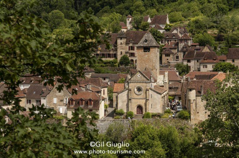 Vue du village d'Autoire et de son clocher