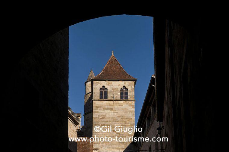 architecture depuis ruelle de la vieille-ville