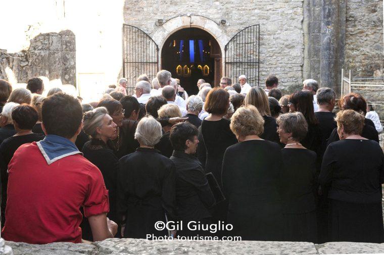 Chorale dans les ruines de l'Abbaye de Marcilhac-sur-Célé
