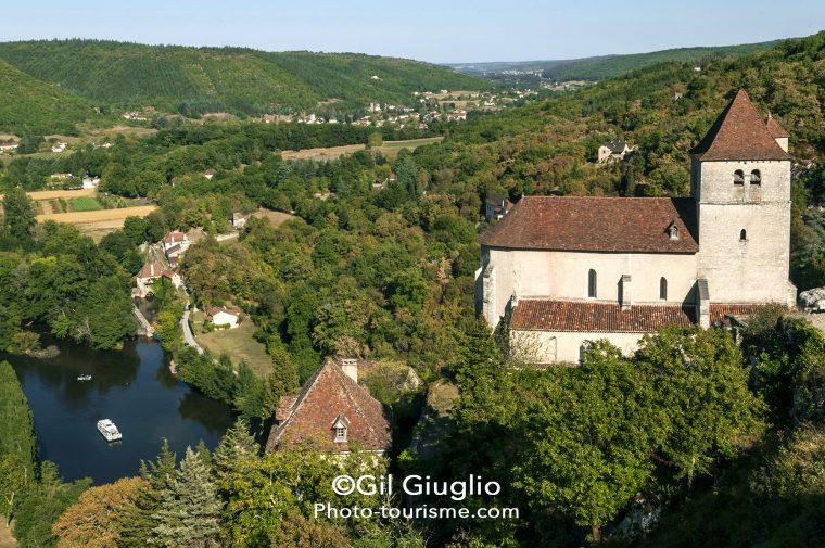 Vue sur Saint-Cirq-Lapopie et la vallée du Lot