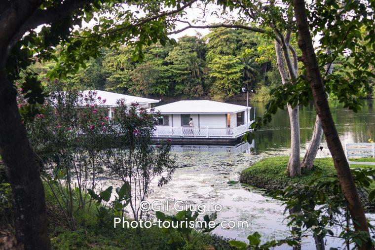 Bungalow flottant sur la rivière Kwaï