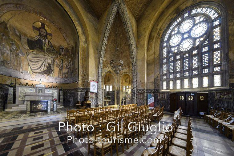 Intérieur bysantin dans l'église Saint-Juline de Domfront